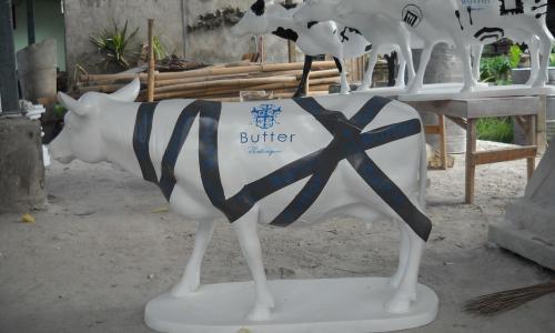 FIBER & CEMENT STATUE WHITE COW